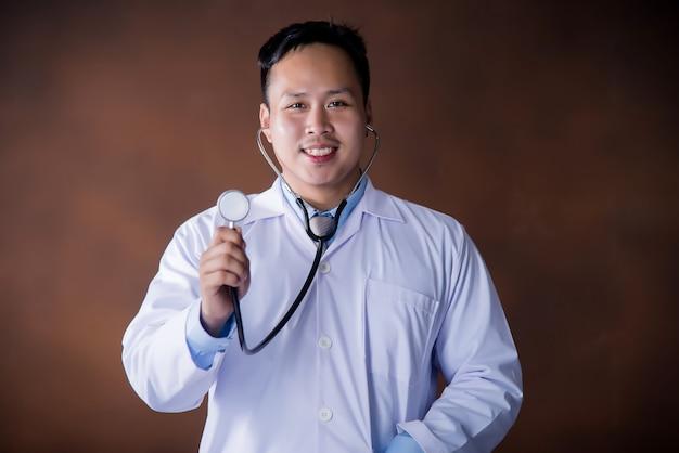 Lekarz z stetoskop, lekarz pracuje w szpitalu Darmowe Zdjęcia