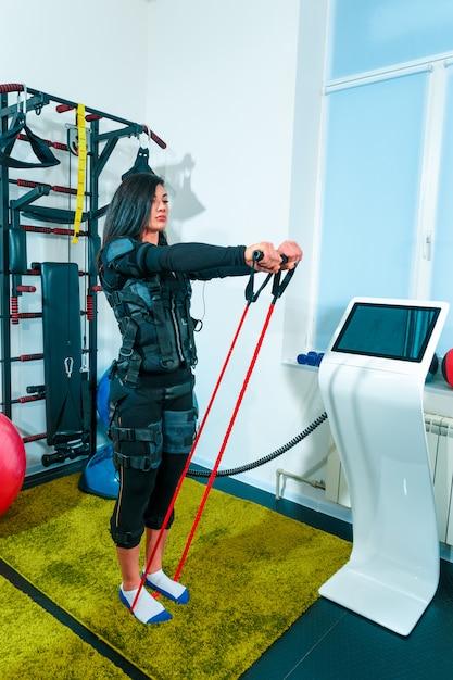 Lekkoatletka Robi ćwiczenia W Studio Fitness Darmowe Zdjęcia