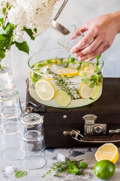 Lemoniada Cytrusowa I Ziołowa Premium Zdjęcia