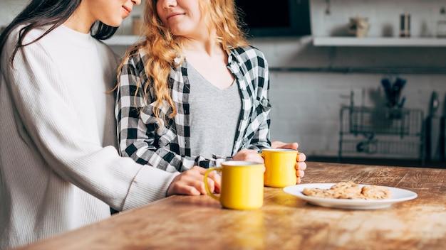 Lesbijki uprawiające śniadanie Darmowe Zdjęcia