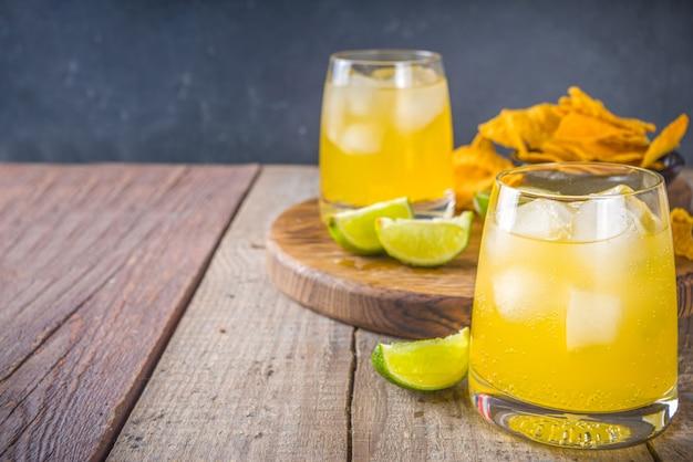 Letni Koktajl Cytrusowy, Margarita Cytrusowa, Napój Tequila Z Solą I Meksykańskie Chipsy Premium Zdjęcia