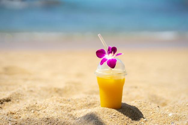 Letnia Plaża W Przyrodzie Słońce światło Premium Zdjęcia
