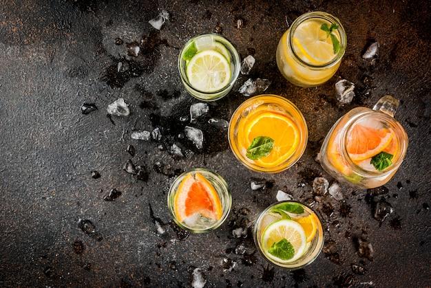 Letnie Zdrowe Koktajle, Zestaw Różnych Wód Cytrusowych, Lemoniady Lub Mojito, Z Limonkowo-cytrynowym Grejpfrutem, Dietetyczne Napoje Detoksykacyjne Premium Zdjęcia