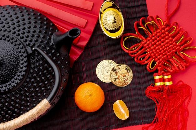 Leżał Płasko Czajniczek I Złote Monety Chiński Nowy Rok Darmowe Zdjęcia