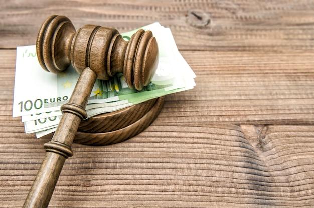 Licytator Młot Sędziowie Młotek Banknotów Euro Premium Zdjęcia