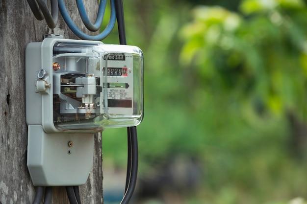 Licznik Energii Elektrycznej Mierzący Zużycie Energii. Narzędzie Do Pomiaru Licznika Energii Elektrycznej W Watogodzinach Premium Zdjęcia