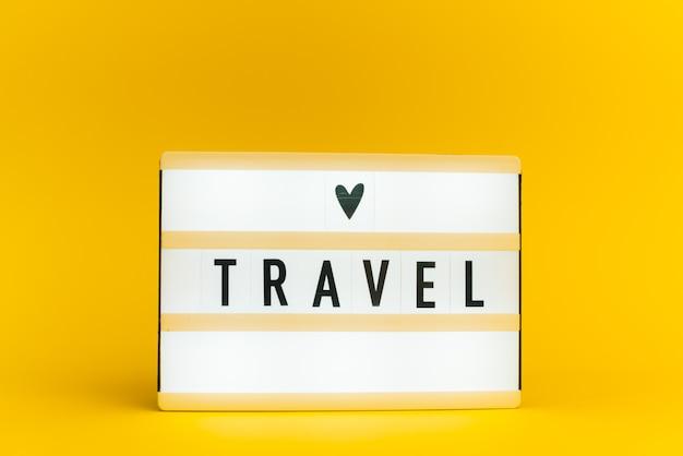 Light Box Z Tekstem, Podróż, Na żółtej ścianie Premium Zdjęcia