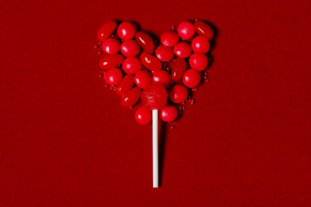 Lizak w kształcie serca ze słodyczy Premium Zdjęcia