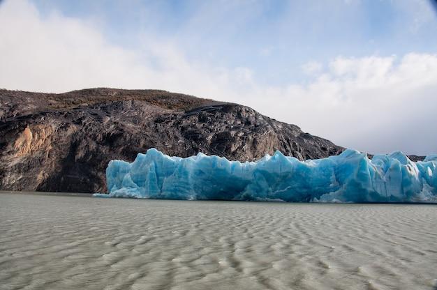 Lodowce W Pobliżu Jeziora W Regionie Patagonia W Chile Darmowe Zdjęcia