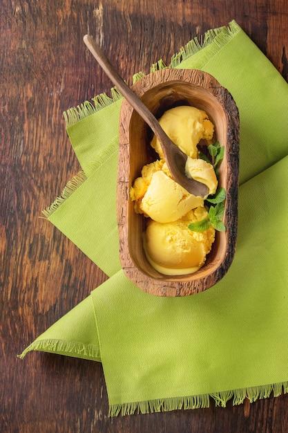 Lody o smaku mango Premium Zdjęcia