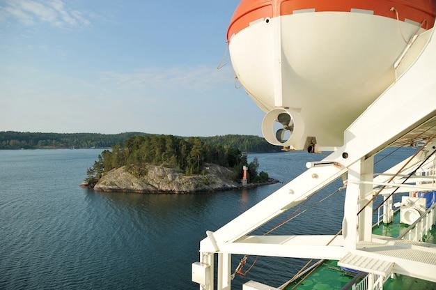 Łódź ratunkowa na rejs statkiem wycieczkowym Premium Zdjęcia