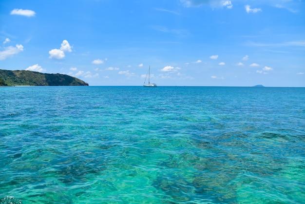 Łódź W Blue Sea View Travel W Wakacje Letnie Premium Zdjęcia