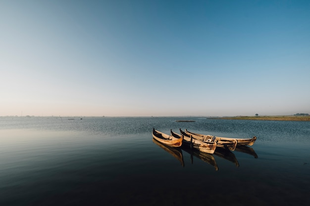 Łódź W Scenie Jeziora Darmowe Zdjęcia