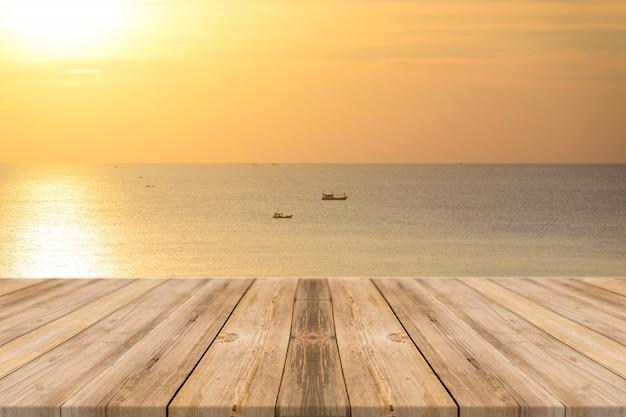 Łodzie na morzu o zachodzie słońca Darmowe Zdjęcia