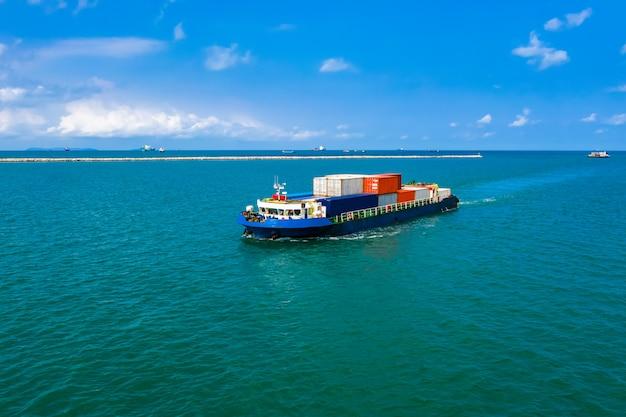 Logistyka Kontenerów Transportowych Import I Eksport Premium Zdjęcia