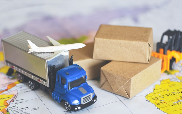 Logistyka transport import eksport usługa spedycyjna klienci zamawiają rzeczy Premium Zdjęcia