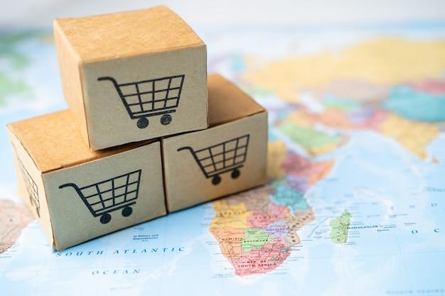 Logo Koszyka Na Zakupy Na Pudełku Na Tle Mapy świata. Premium Zdjęcia