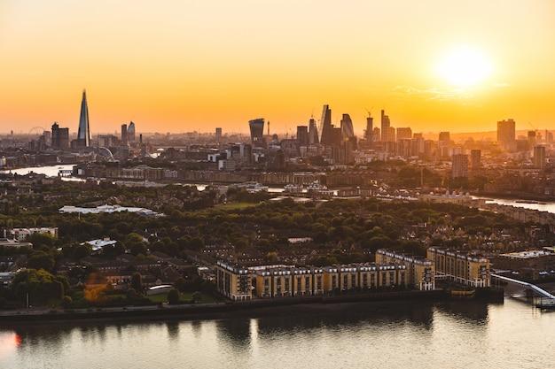 Londyn panoramę ptaka o zachodzie słońca Premium Zdjęcia