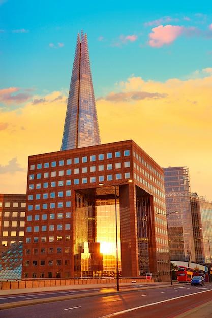 Londyn The Shard Buduje Przy Zmierzchem Premium Zdjęcia
