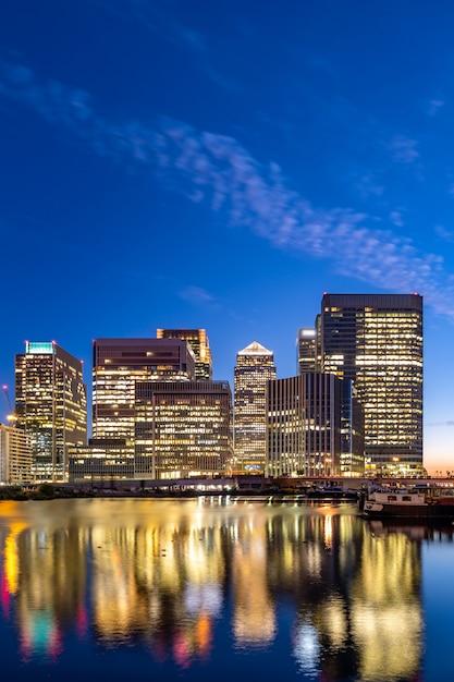 Londyński Canary Wharf Zmierzch Premium Zdjęcia