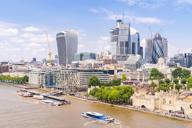 Londyński śródmieście z tamizą Premium Zdjęcia