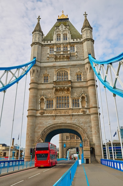 Londyński Wierza Mosta Zmierzch Na Thames Rzece Premium Zdjęcia
