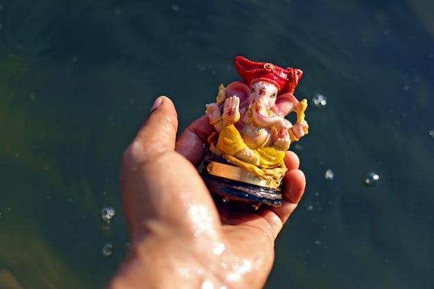 Lord Ganesha Pod Ręką Premium Zdjęcia