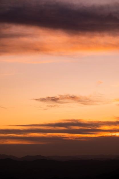 Łososiowe Odcienie Z Chmurami Nieba Darmowe Zdjęcia