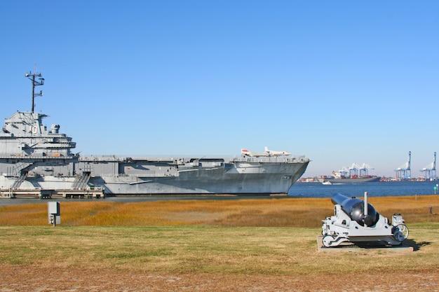 Lotniskowiec Uss Yorktown W Charleston, Karolina Południowa, Usa Premium Zdjęcia