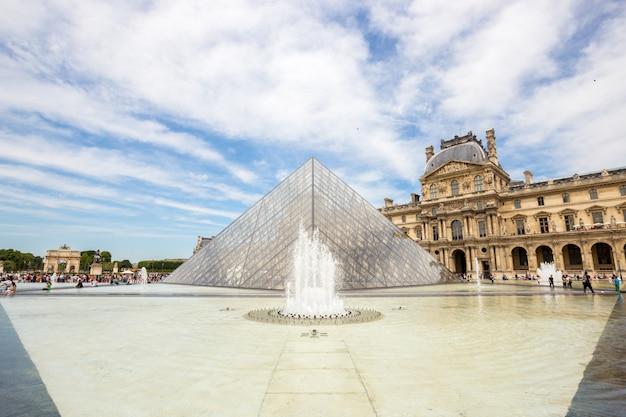 Louvre museum paris Premium Zdjęcia