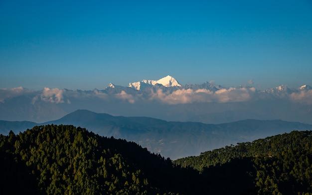 Lśniąca Góra Langtang Z Katmandu W Nepalu. Premium Zdjęcia
