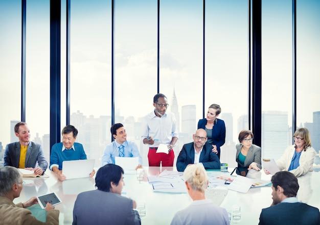 Ludzie Biznesu Korporacyjnego Spotkanie Prezentaci Różnorodności Komunikacyjnej Pojęcia Premium Zdjęcia