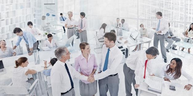 Ludzie biznesu miejsca pracy biura kolegów korporacyjnego pojęcia Premium Zdjęcia