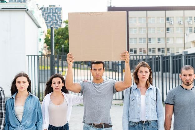 Ludzie stojący razem podczas demonstracji Darmowe Zdjęcia