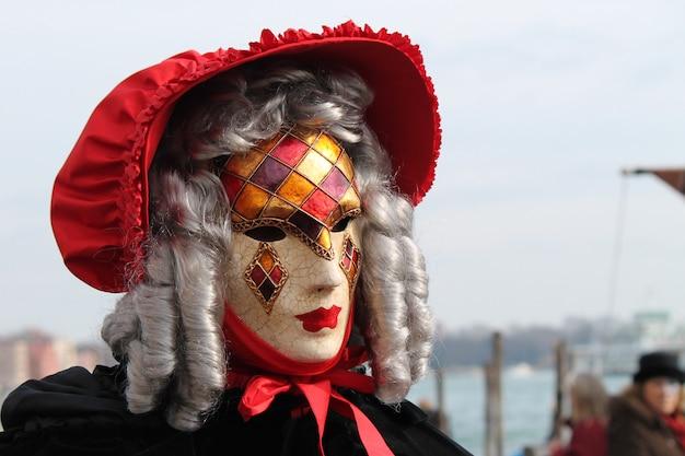 Ludzie W Strojach Na Karnawał W Wenecji Premium Zdjęcia