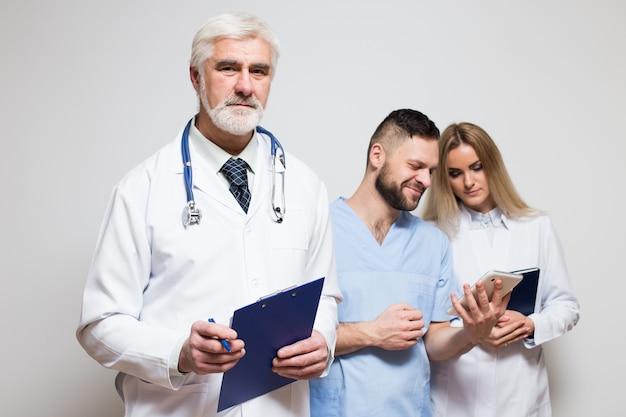 Ludzie Zespołu Chirurg Medycznych Głównych Mieszanych Darmowe Zdjęcia