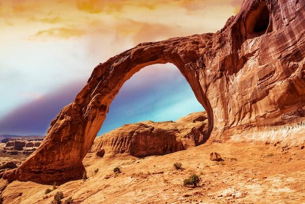Łuk Koronowy W Południowym Utah Premium Zdjęcia