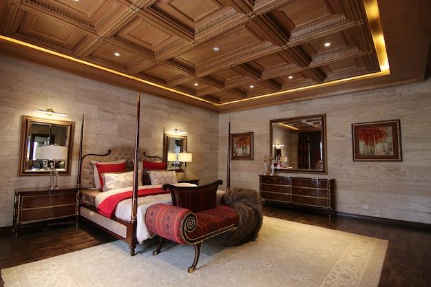 Luksusowa sypialnia o klasycznym wystroju wnętrz Premium Zdjęcia