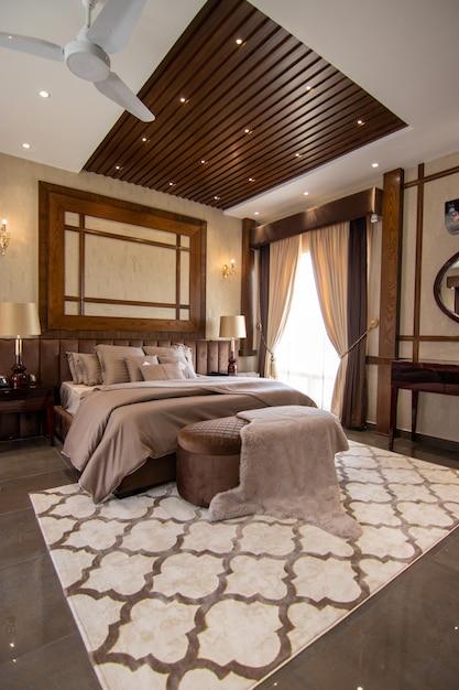 Luksusowa Sypialnia Z łóżkiem Premium Zdjęcia