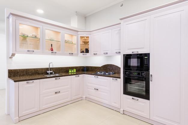 Luksusowy Nowożytny Beżowy Kuchenny Wnętrze Premium Zdjęcia