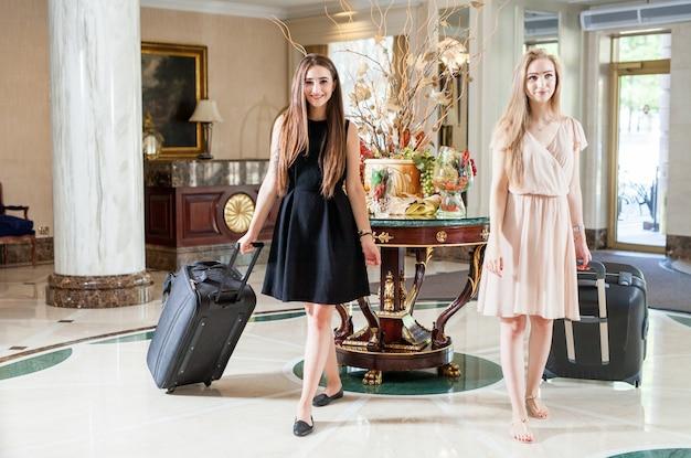 Luksusowy Pięciogwiazdkowy Hotel Zaprasza Gości Na Weekend. Premium Zdjęcia