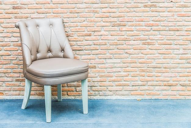 Luksusowy rzemienny krzesło na ściana z cegieł tle Darmowe Zdjęcia