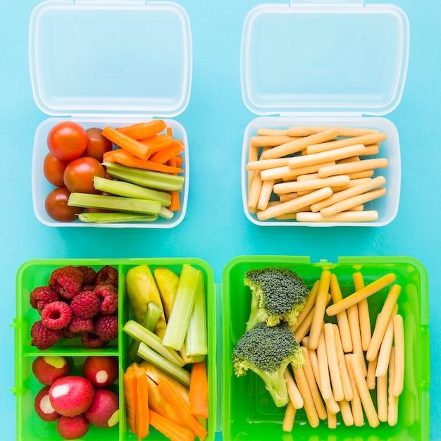 Lunchboxy z różnorodnym jedzeniem Darmowe Zdjęcia