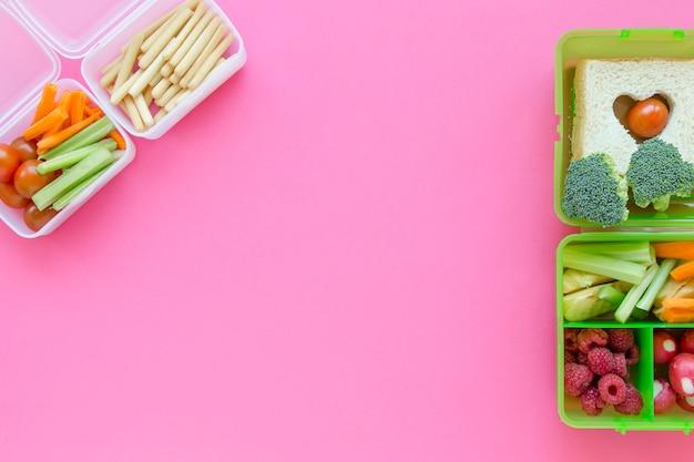 Lunchboxy ze szkolnym jedzeniem Darmowe Zdjęcia