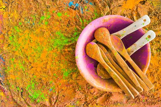 Łyżki Na Malowanym Stole Darmowe Zdjęcia