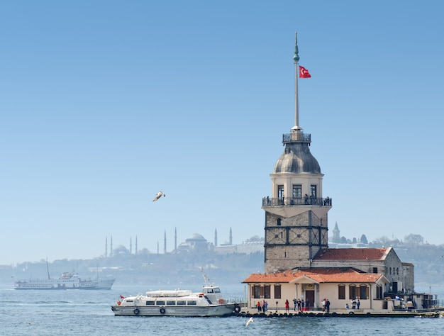 Maiden's Tower W Stambule, Turcja Premium Zdjęcia