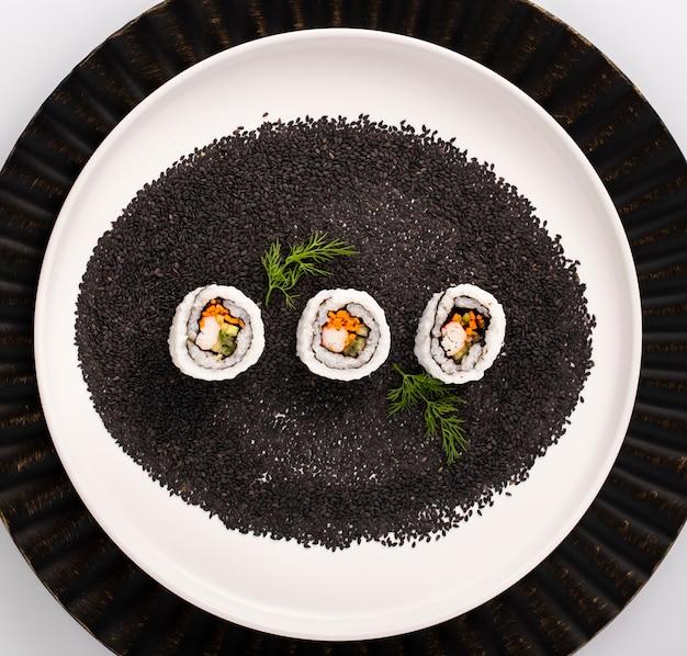 Makaronowe Rolki Sushi Na Czarnych Sezamach Darmowe Zdjęcia