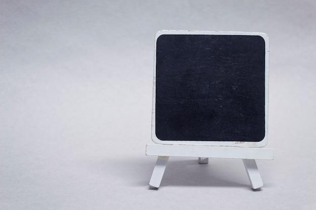 Makieta Czarnej Tablicy Kredowej Wykonanej Z Drewna Na Napis. Premium Zdjęcia