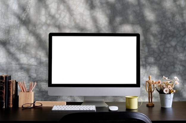 Makieta Komputerowa I Materiały Biurowe Na Kreatywnym Biurku. Premium Zdjęcia