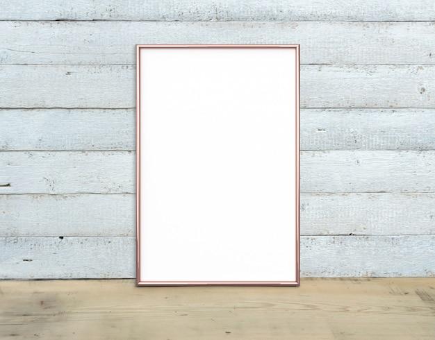 Makieta Pionowa A4 W Kolorze Różowego Złota W Pobliżu Bukietu Lilii Na Drewnianym Stole Premium Zdjęcia